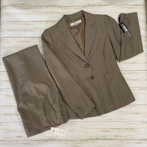 TAHARI Arthur S. Levine Pant Suit